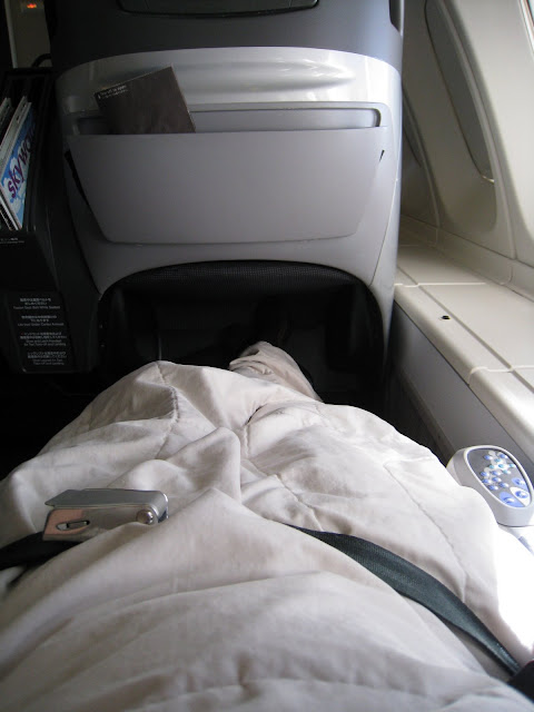 JAL Shell Flat Seat in bed position
