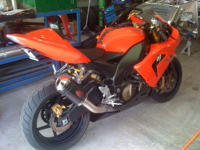 http://3.bp.blogspot.com/_zRotuuaORBU/TFasg1_7X1I/AAAAAAAACCU/BivwrieIfTc/s400/Kawasaki+ZX10R+Scorpion+Exhaust.jpg