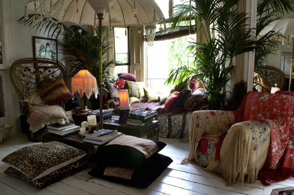 Bohemian valhalla interior alchemy color me speechless for Living room ideas hippie