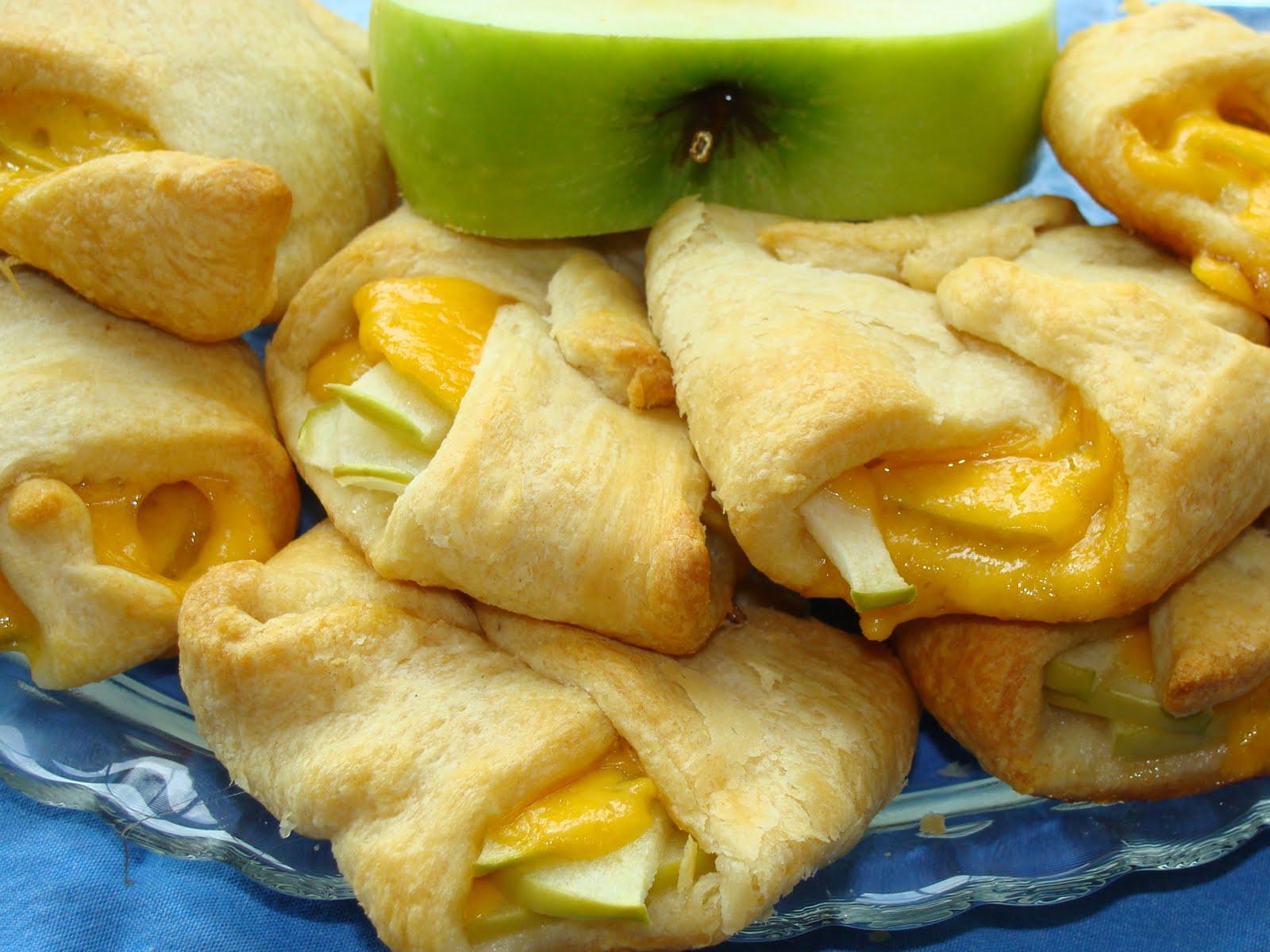 Tummy Temptations: Apple-Cheddar Tarts