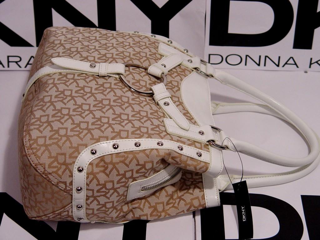http://3.bp.blogspot.com/_zUnfpU-0A-g/TCMghdnwc4I/AAAAAAAACjo/frsXq9Ind4k/s1600/DKNY+Signature+Black+Satchel+Handbag+Tote+Bag+Ivory+stand.jpg