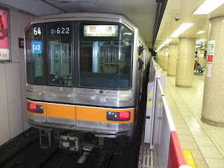 東京メトロ 丸ノ内線を走行する銀座線01系@新宿三丁目駅D