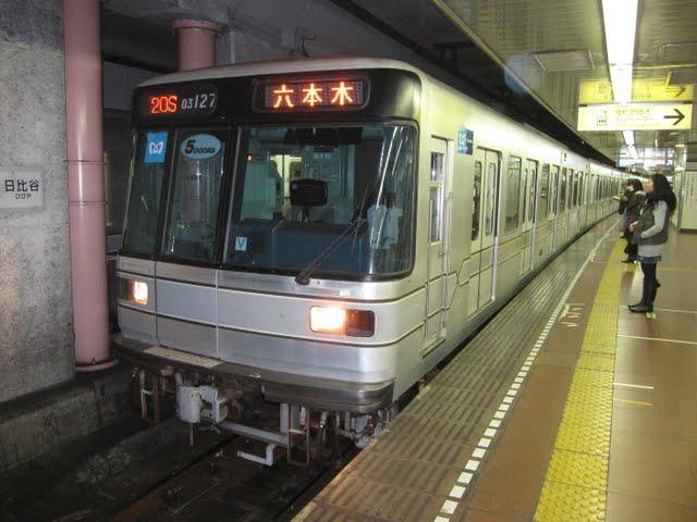 東京メトロ日比谷線 六本木行き2 03系LED5扉(平日3本運行)