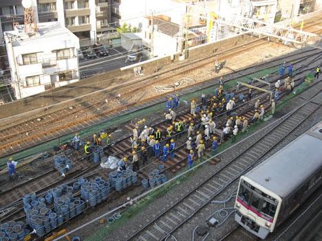 京王線笹塚駅引き上げ線工事 複分岐器導入で都営新宿線10両対応へ