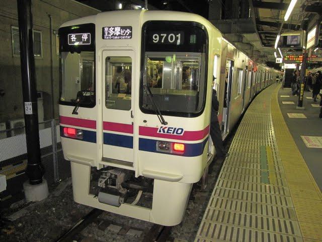 京王電鉄 各停京王多摩センター行き 9000系(土日終電運行)