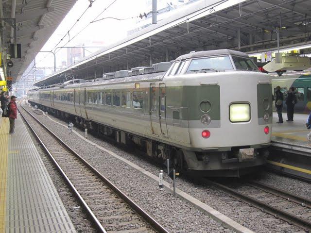 特急あずさ81号 松本行き 189系(中央線臨時特急)