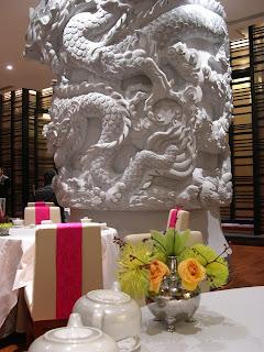 這巧奪天工的雕柱是用真石來雕,美得很