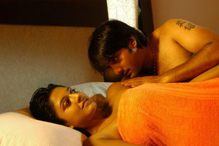 Vimala Raman Hot Kiss With Tarun