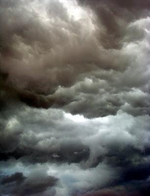 http://3.bp.blogspot.com/_zfDuy4-yDB8/SJqsoypjonI/AAAAAAAABEc/aOIstAOxuOw/s400-R/rain_cloud.jpg