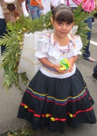 Peri dico comunitario sexto sentido medell n el desfile for Silletas para ninos