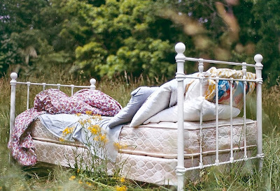 vintage iron bed, romantic country shabby chic style