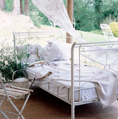 shabby chic iron bed