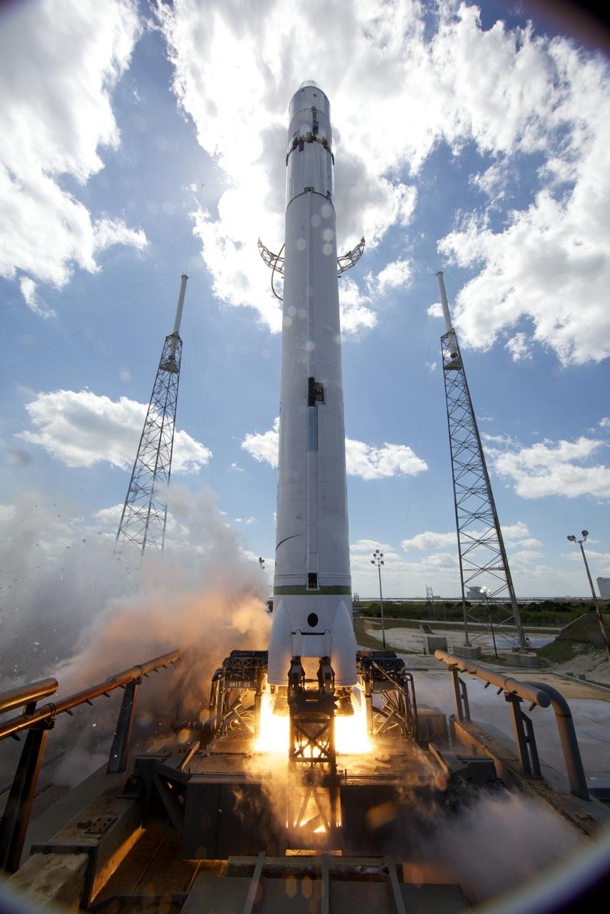falcon 9 - Lancement Falcon 9 (04/06/2010) - Page 6 F9StaticFire2-1