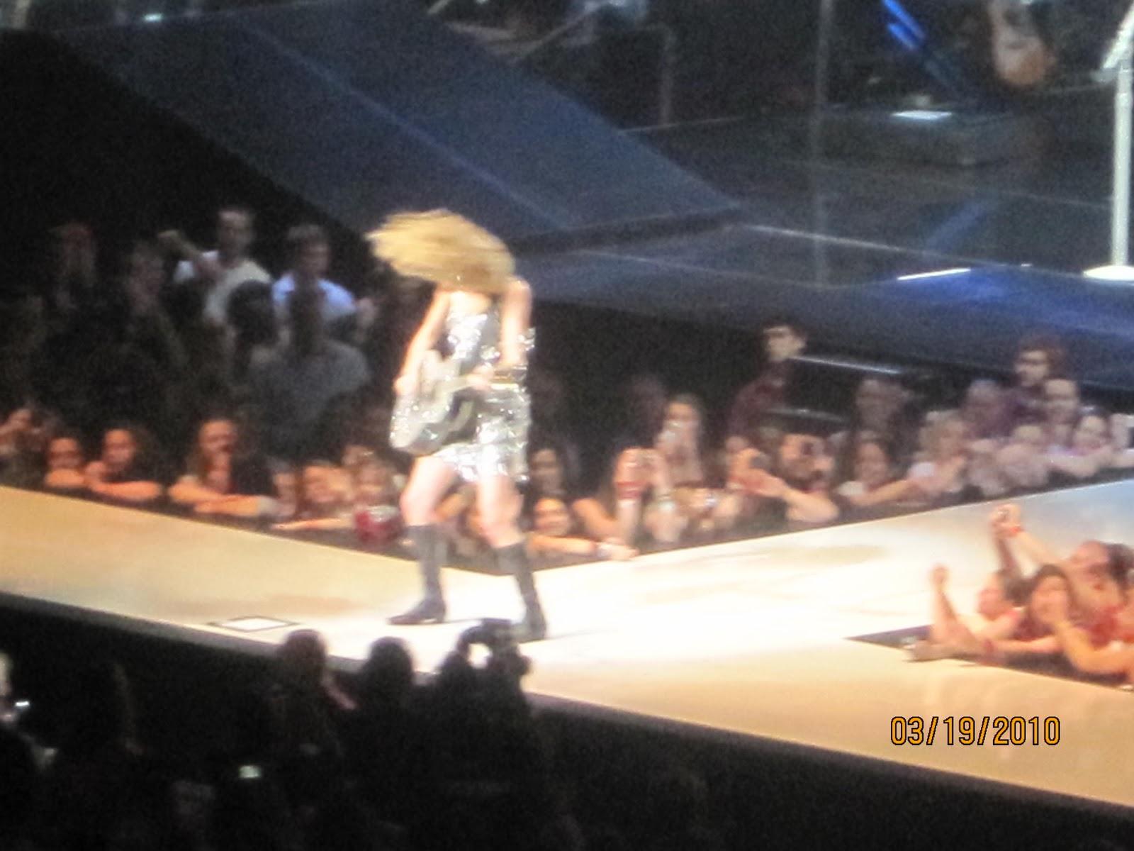 http://3.bp.blogspot.com/_zhQCIcpuWno/TMzspvjSxBI/AAAAAAAAAr4/dqH-UkeLrG4/s1600/Taylor+Swift+Concert+050.jpg