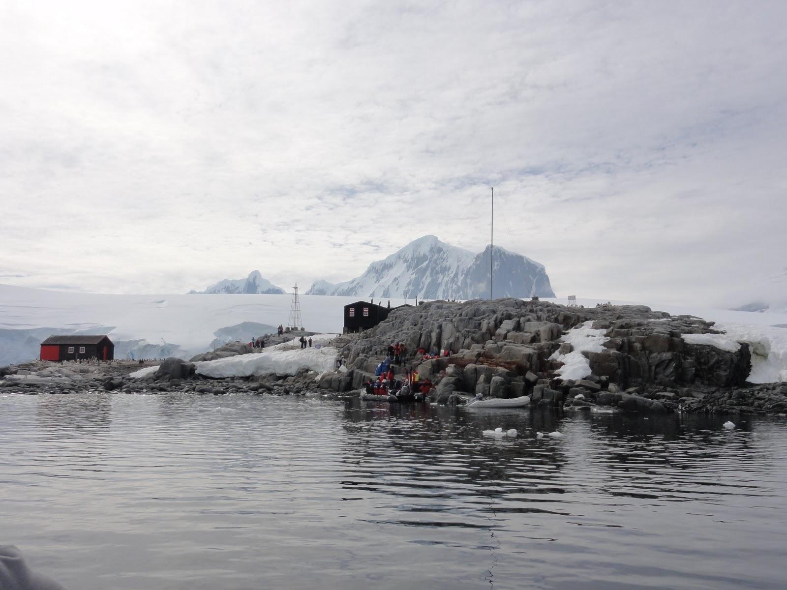 Antarctica aboard the world 2011 2011 01 18 antarctica for Port lockroy
