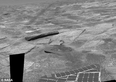 Gua Misterius Dan Balok Kayu Di Mars