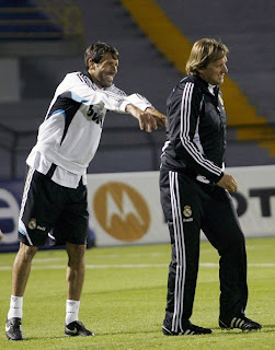 Read+Madrid%27s+Ruud+Van+Nistelrooy+and+coach+Bernd+Schuster+%28R%29+laugh