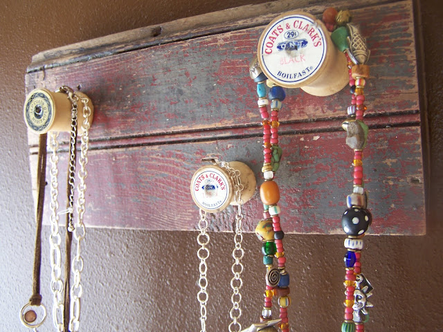 spool jewelry holder repurposed http://bec4-beyondthepicketfence.blogspot.com/2010/03/i-was-inspired-by_16.html