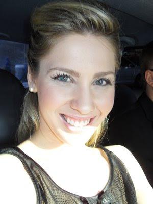 Ana Carolina faz ensaio sensual para Revista VIP