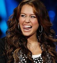 Vaza na internet foto de Miley Cyrus fazendo sexo oral em Nick Jonas