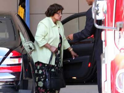 Mãe de Michael Jackson chega ao hospital