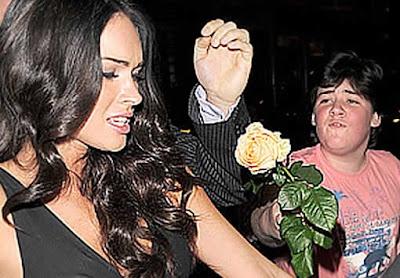 Menino esnobado por Megan Fox ganha chance de conhecê-la pessoalmente