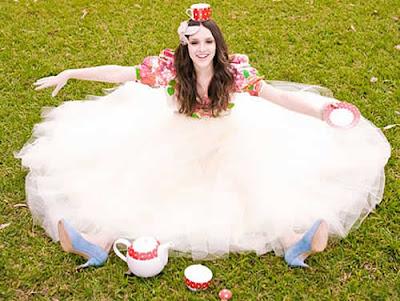 Isabelle Drummond: Capa da Capricho - Alice no País das Maravilhas