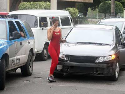 Batida de carro: Nana Gouvêa não perde humor