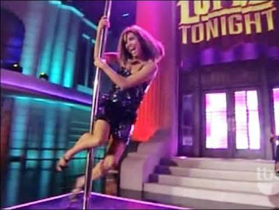 Eva Longoria faz pole dance no Lopez Tonight