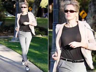 Sharon Stone sem sutiã em passeio