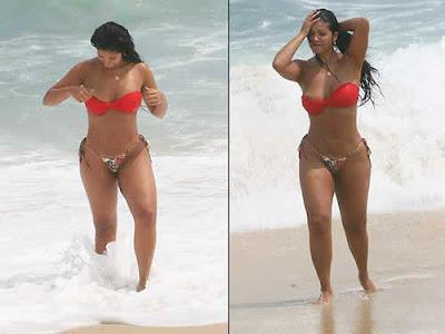 Tatiana Pagung pagou peitinho na praia