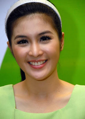 sandra dewi is an indonesian actress. she only recently began acting ...