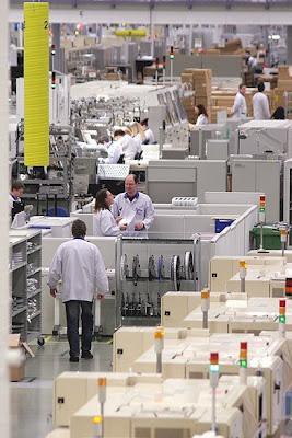 شوفوا التكنولوجيــــا  صور مصنع موبايلات نوكيـــا   فى فنلنـــدا 2010 11