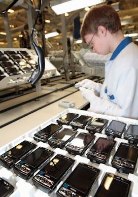 شوفوا التكنولوجيــــا  صور مصنع موبايلات نوكيـــا   فى فنلنـــدا 2010 2