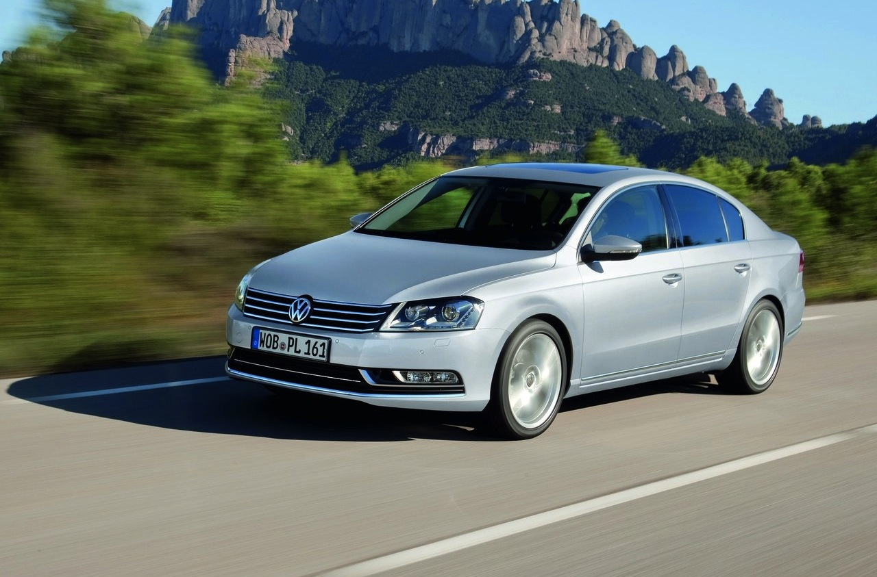 2011 Volkswagen Passat Review: Photos and Specifications | letmeget.com