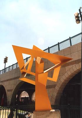 פסל בקניון מלחה שבירושלים