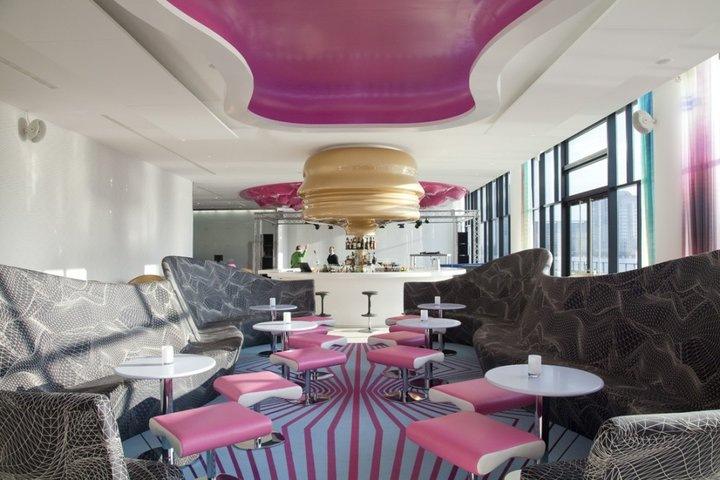 The lounge style nhow hotel berl n by karim rashid for Avant garde interiors