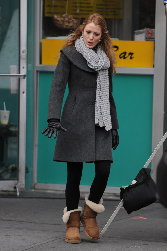 Blake Lively, ugg, boots, scarf, Coat, gloves,