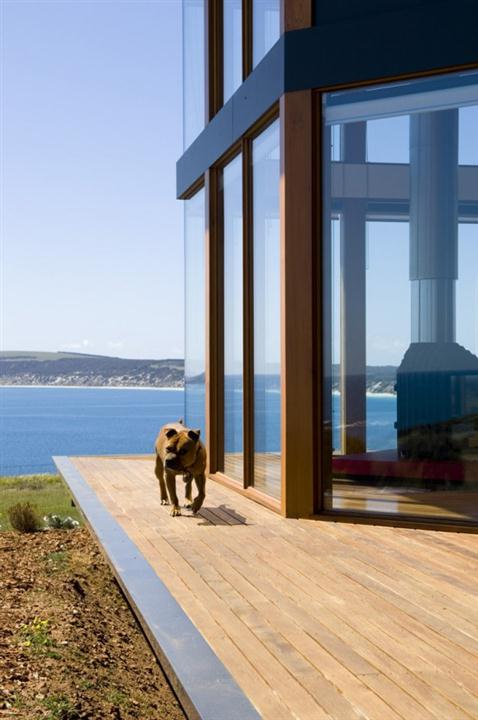Contemporary Coastal House Design 4