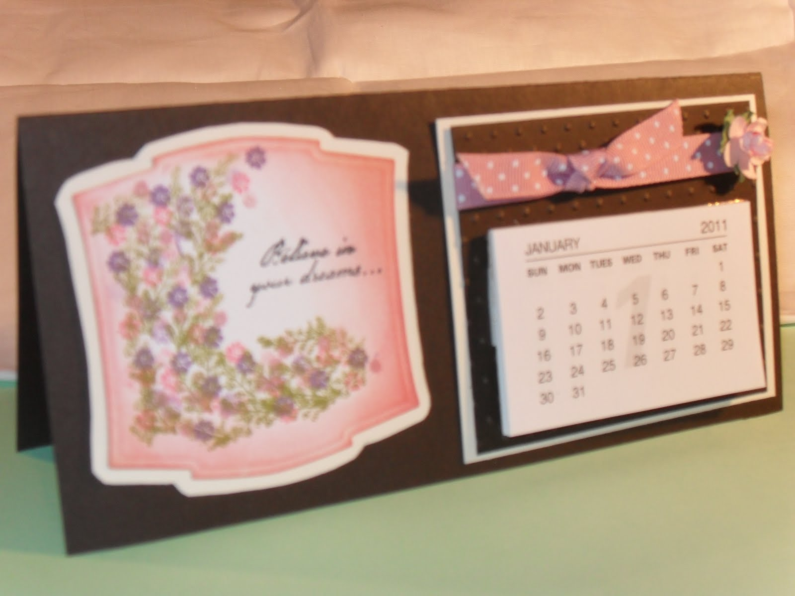 Find and save ideas about Desk calendars on Pinterest. | See more ideas about School calender, Easy diy room decor and Diy desk decorations.