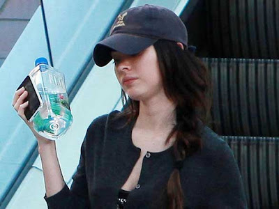 megane fox iphone 3 Megan Fox Préfére liPhone au Devour (images)