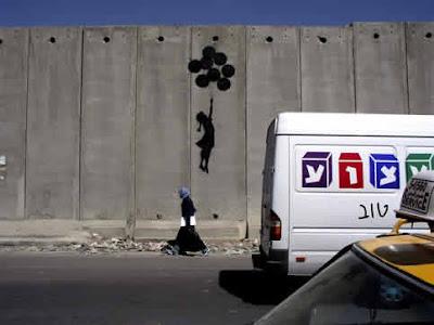 Bansky, grapheur et détourneur Banksy-balloongirl