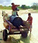 Clique na imagem e ajude o flamenguista levar água potável para seus filhos tricolores e vascaínos