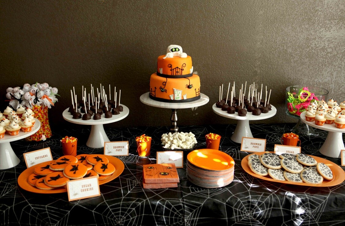 Children 39 s spooky treats table celebrations at home for Deco de table halloween