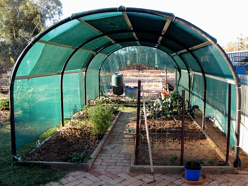 how to build a large hoop house