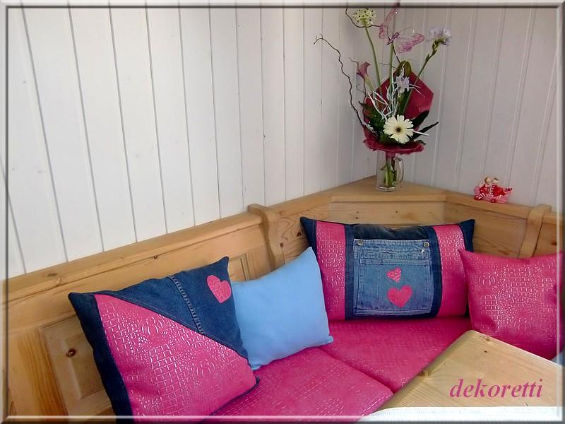 dekoretti s welt neue kissen f r die k cheneckbank. Black Bedroom Furniture Sets. Home Design Ideas