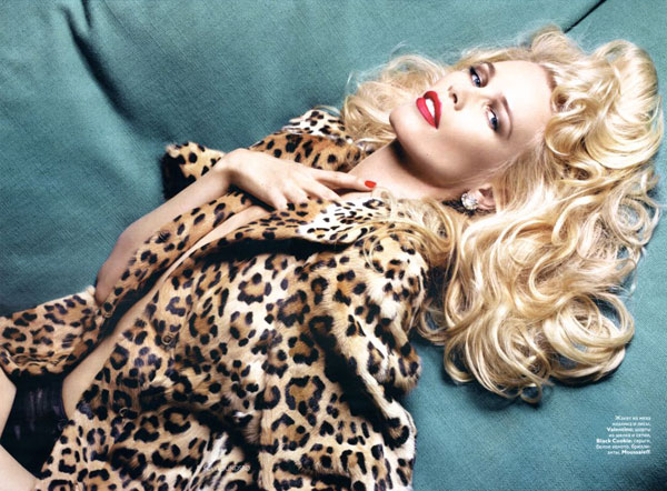 claudia schiffer sizzle in dec vogue