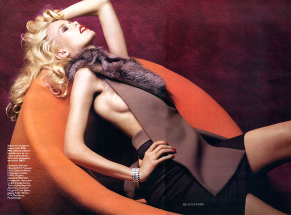 claudia schiffer in dec vogue 2