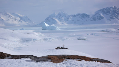 Greenland Kayak Guide Ice Frozen At Sea And Glacier Born