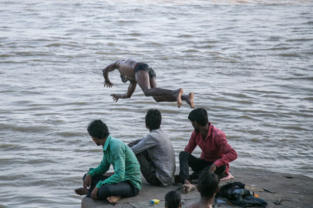 desi boy langot jumping varanasi river